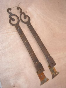 Paire de pentures de coffre décorées Image