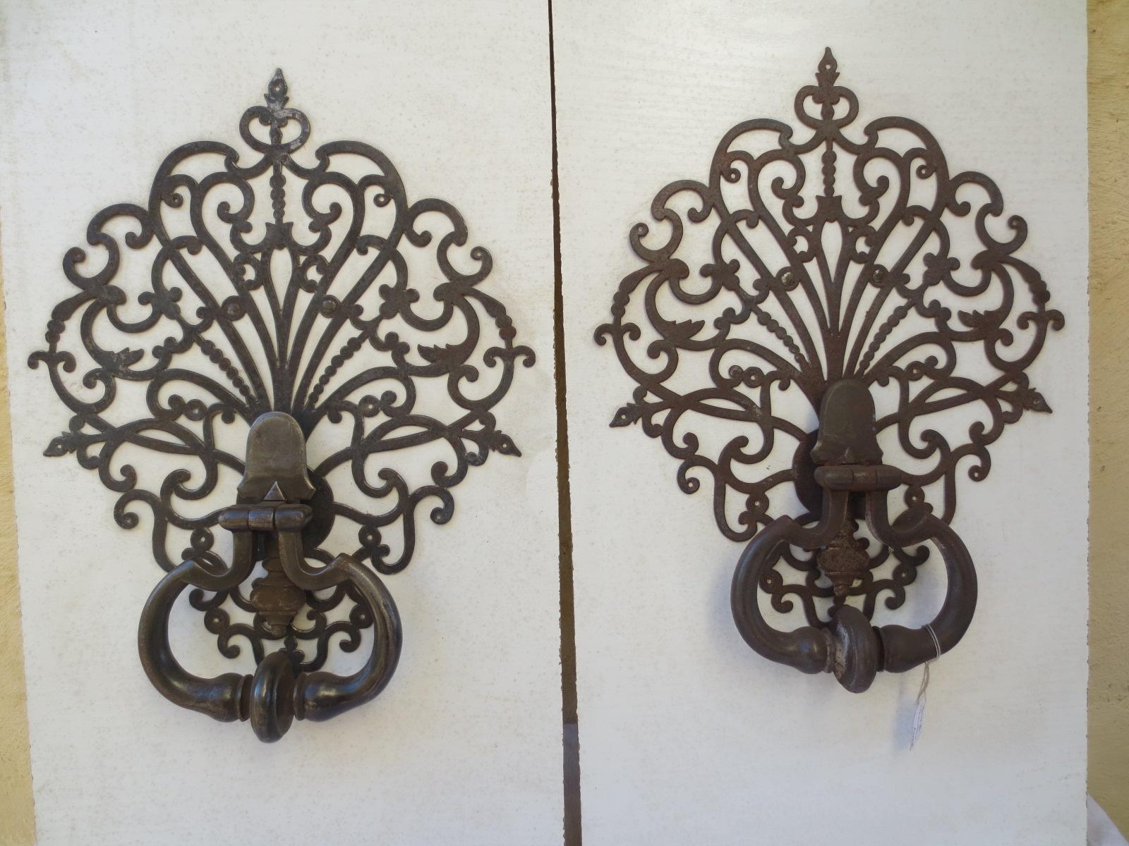 Belle paire de heurtoirs style XVIIIè mais fabrication fin XIXè,début XXè,en fer forgé Image
